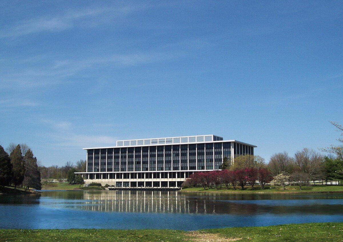 office-building-2759969_1280